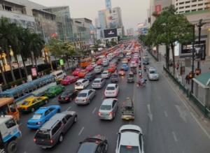タイのマイクロバスでの両替のトラブル