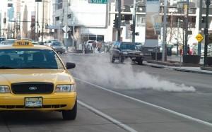 海外旅行でタクシートラブルを避けるためのポイントとは?